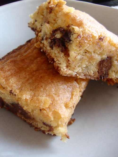 Chocolate chunk blondie bars