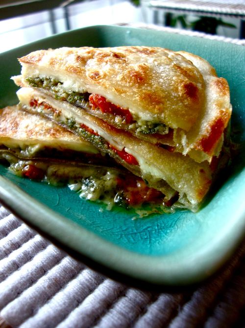 LGQ: Manchego, roasted red peppers & pesto