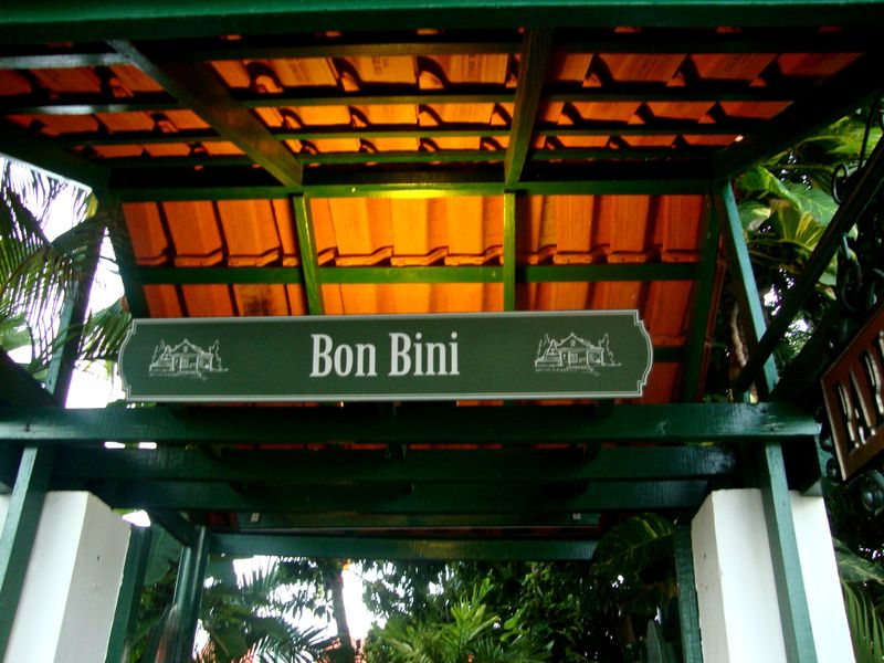 Bon bini= welcome in papiamento.  Papiamento restaurant.