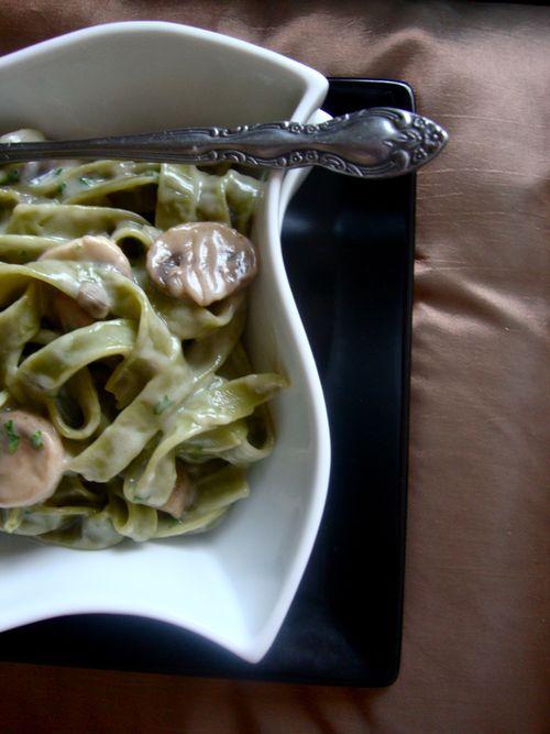 Spinach tagliatelle with mushroom ragout
