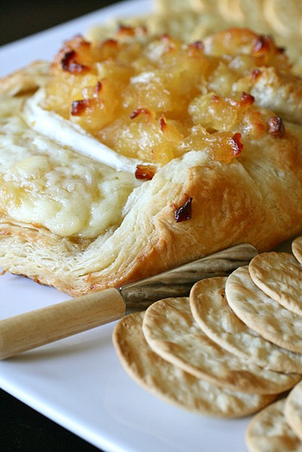 Annie's Eats Apple Brie en Croute