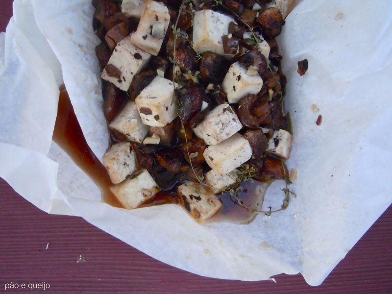 Mushrooms & tofu en papillote
